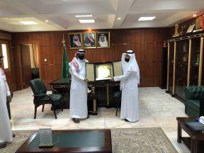 تعليم الجوف – تكريم المدير العام للتعليم من قِبل مدير ادارة الأمن والسلامة المدرسية